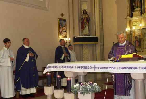 Mons. Stjepan Ptiček blagoslovio obnovljenu crkvu