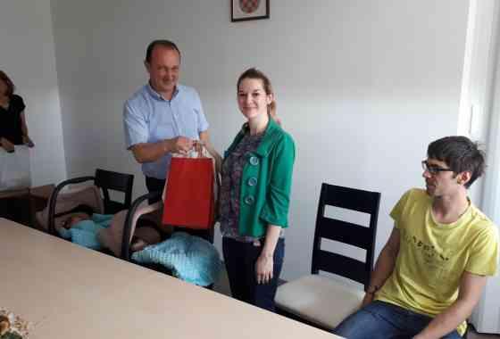 Gradonačelnik Bilandžija darivao novorođenčad